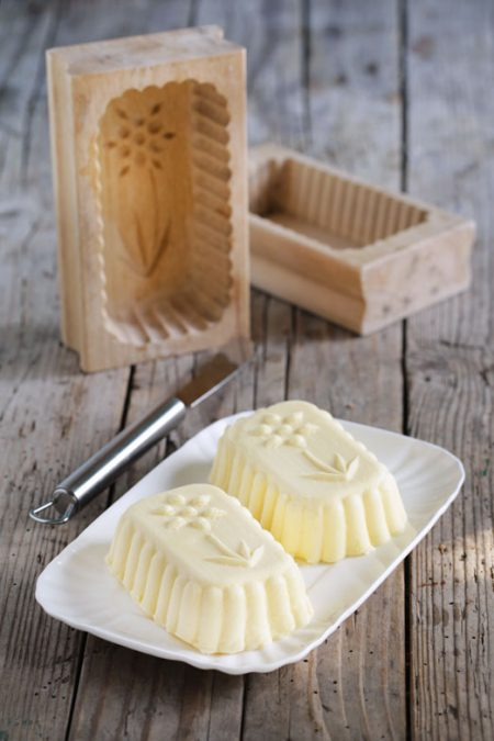 Surovo maslo in pinjenec